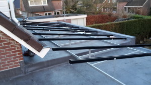 Custom made - platdak constructie zonnepanelen