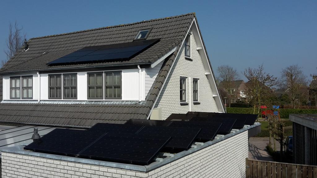 12 panelen op plat dak - 9 panelen op de dakkapel