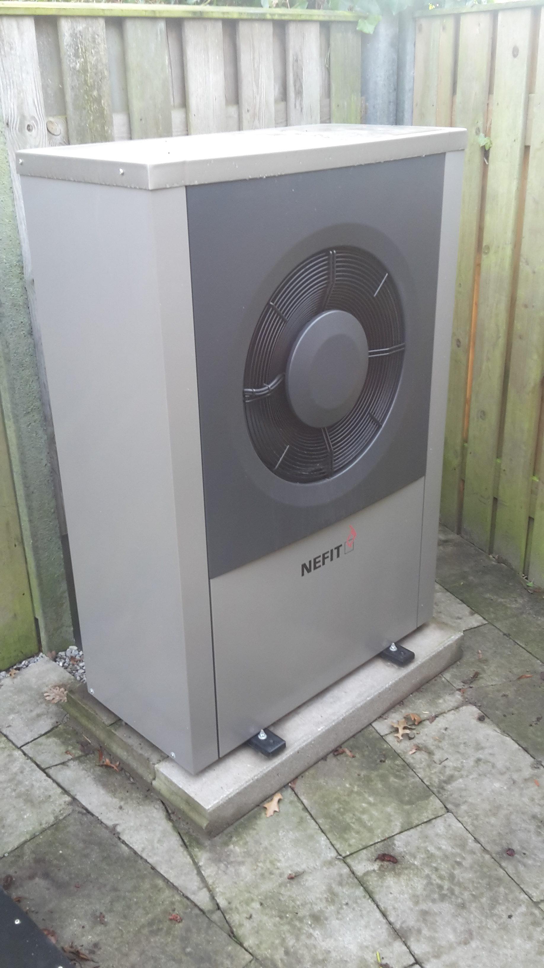Nefit monoblock warmtepomp buiten unit