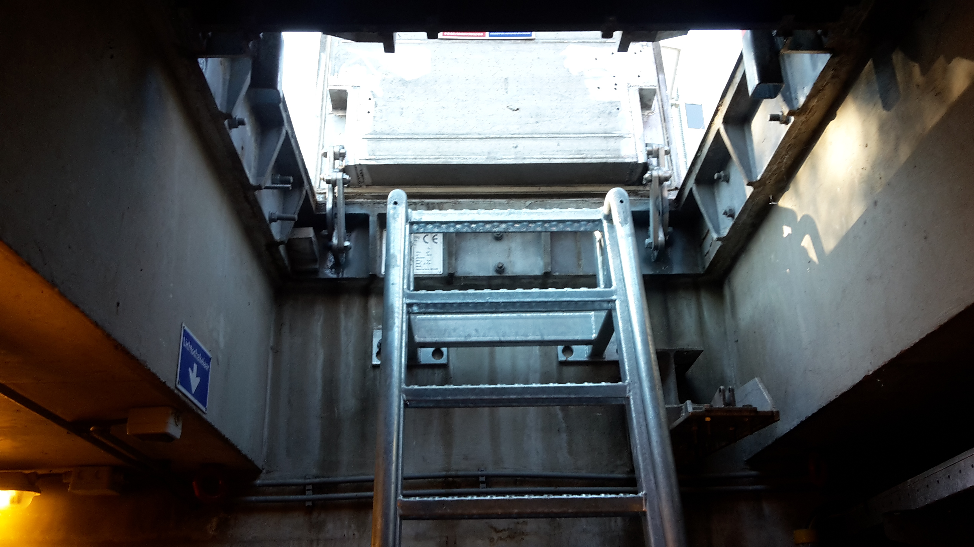 Verzonken - gegalvaniseerde trap