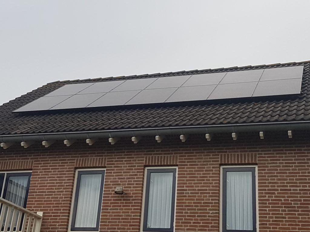 BenQ Solar 295 300 Wp zonnepanelen Sunny Boy 5.0 Van der Valk Solar