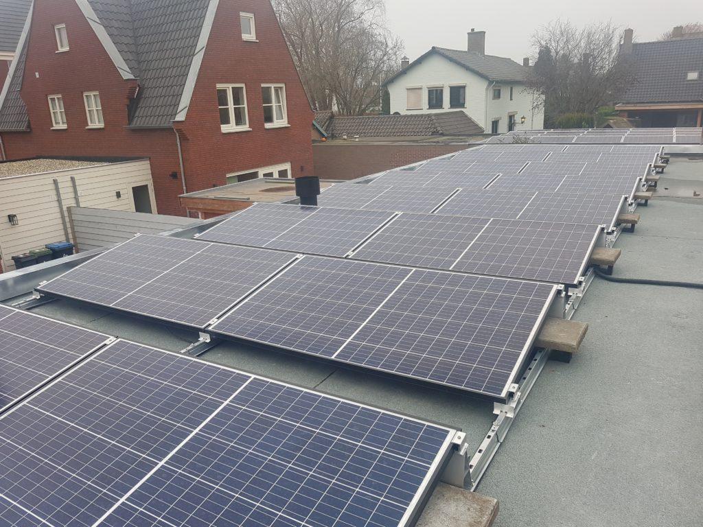 RECo solar Twinpeak 295 Polykristal Ammerzoden gemeente maasdriel platdak PV installatie