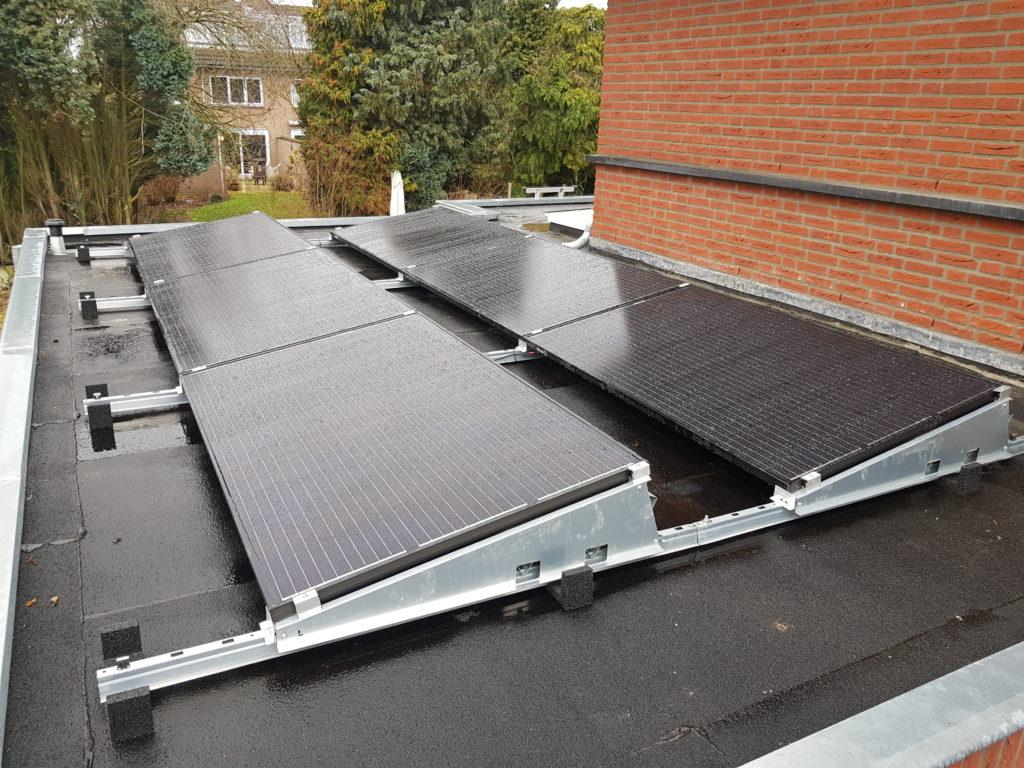 Zonnepanelen vlijmen nieuwbouw Phono Solar