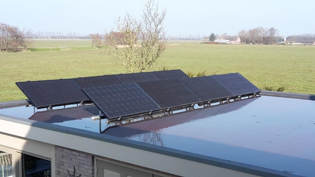 Zonnepanelen plat dak 8x lanschap opstelling