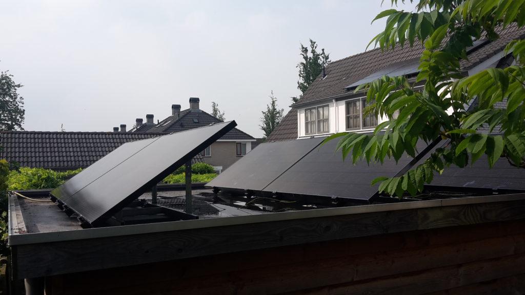 Zonnepanelen LG platdak tuinhuis