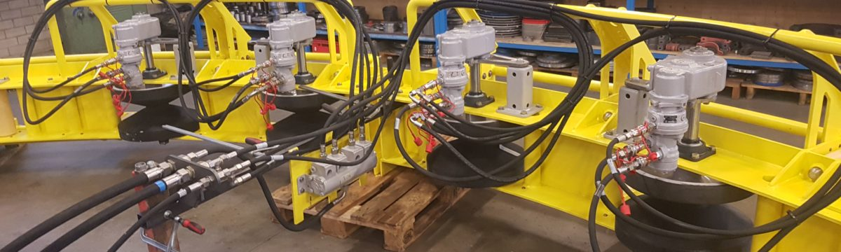 Subsea powered quadrant + hydraulic system